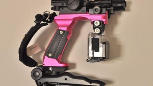 SFの銃みたいだ!  山梨の町工場が男心をくすぐりまくるカメラ専用グリップを開発!