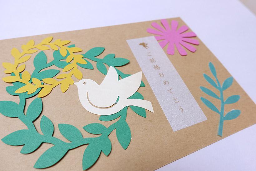 ↑ピータッチキューブのラベルとスキャンカットでくり抜いた紙でアレンジ。裏に写真を貼って、メッセージカードとしてプレゼントするのもよさそう