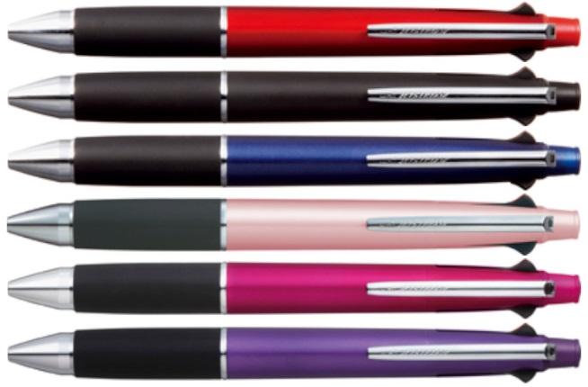 書き味のスムーズさでファンの多いボールペン「ジェットストリーム」の多機能ペン。消耗品なので贈る方の嗜好にあまり左右されないので、ちょっとしたお礼にも便利。相手の名前を入れてお渡しすれば、「やるな!」と気に入ってもらえるはず。 「ジェットストリーム多機能ペン4&1」1080円(1本、0.5mm、黒、赤、青、緑&シャープペンシル) 購入先:専門店ほか。