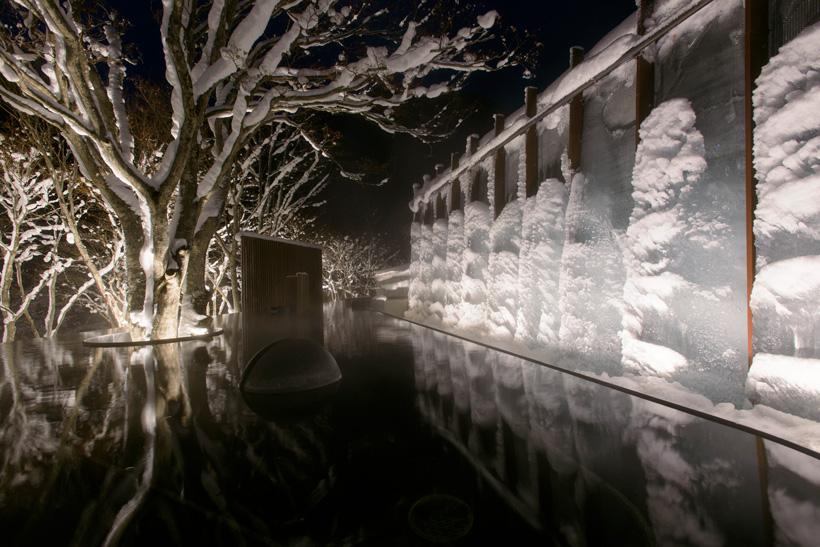 ↑同ホテルの氷瀑の湯
