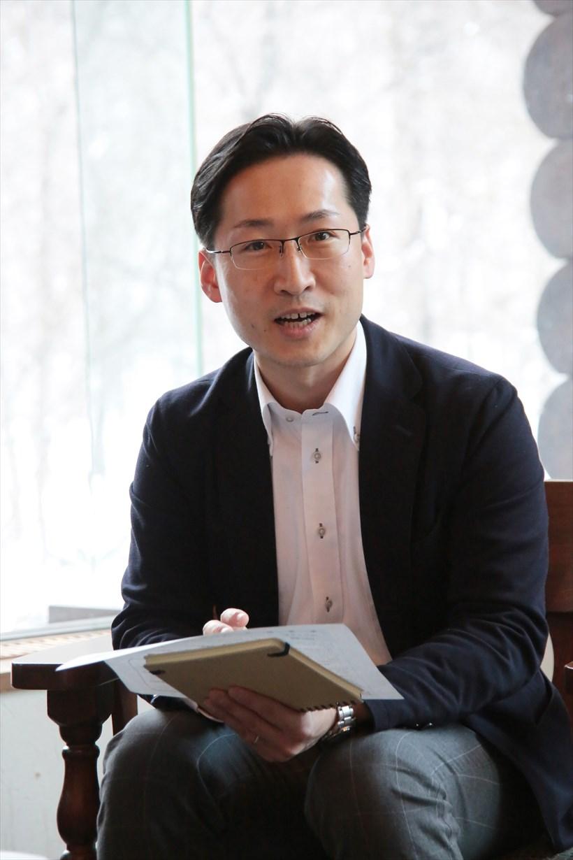 ↑星野リゾート 奥入瀬渓流ホテルの総支配人・宮越 俊輔氏