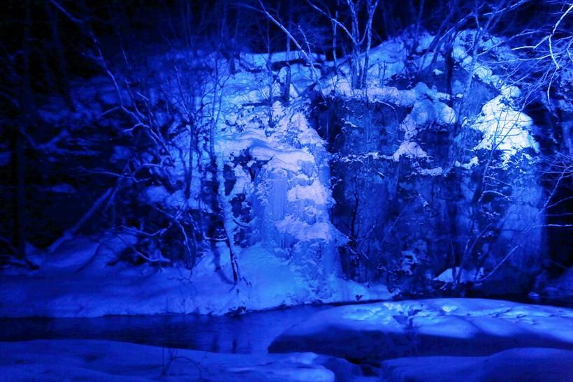 ↑ライトアップされた氷瀑