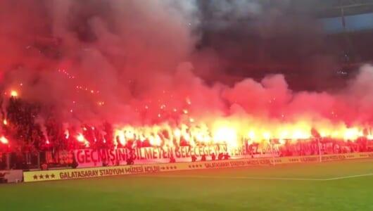 これがトルコサッカー! 2万人が集結した公開練習に、長友も「人生初」とビビる