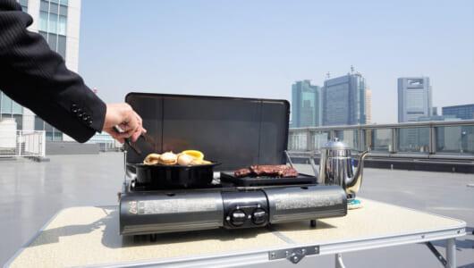 BBQがこんなに簡単でいいの? 強風の屋上でも余裕で焼けるカセットガス式グリルが登場