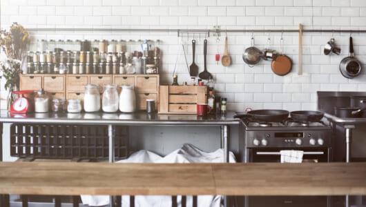 おたま、フライ返し、泡立て器――おなじみの調理器具って英語で何て言う?