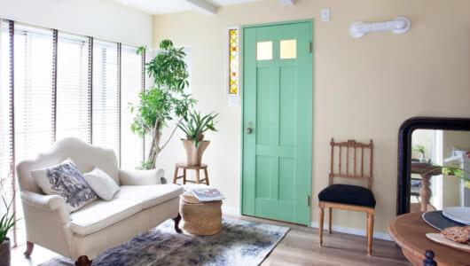 このドア、塗ったの自分ですから! 自在にカスタマイズできる欧米風の内装ドアが誕生