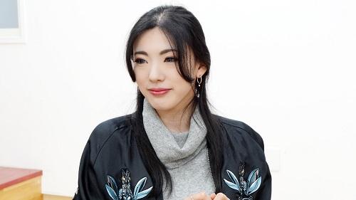 砂月馨-Kei-インタビュー中