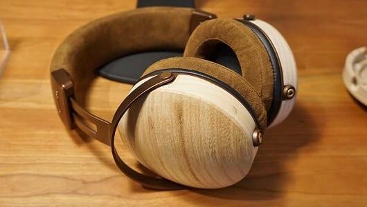 森の響きを自宅で! 貴重な「会津桐」を使ったウッドヘッドホンをオンキヨーが発売