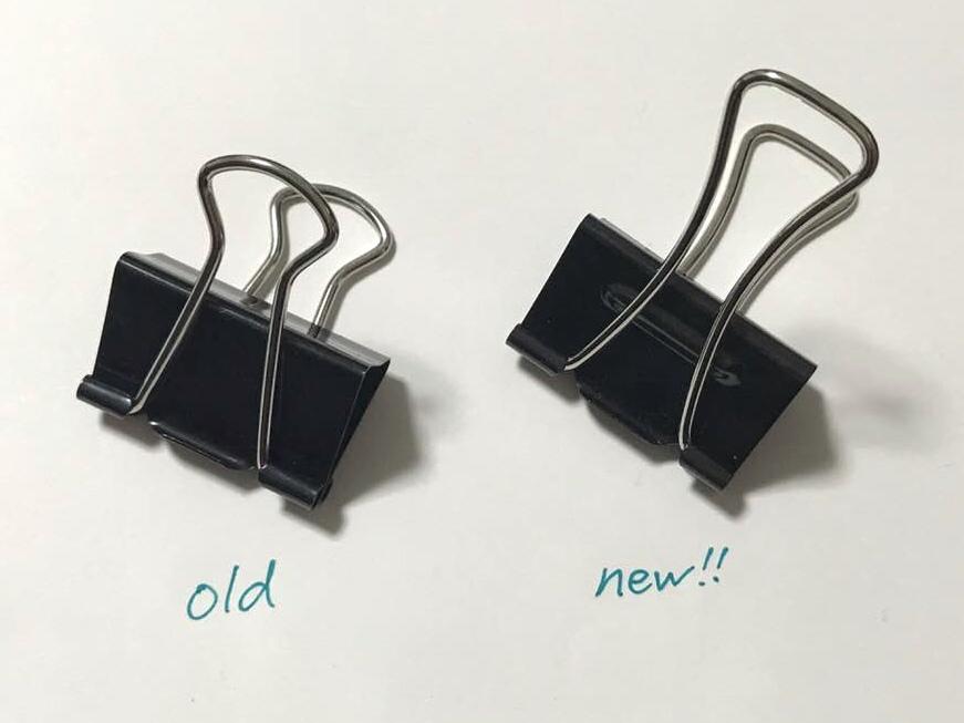 f4b0d82c68ee ダブルクリップとは、もともとテコの原理を使って開け閉めをすることができるのですが、本体部分に小さな突起をつくり「支点」の位置をずらすことで、軽い力で開ける  ...