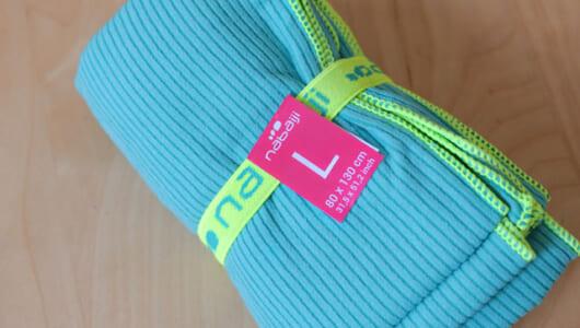 「350円バッグ」でお馴染みデカトロンの「350円マイクロファイバータオル」が使えるので紹介