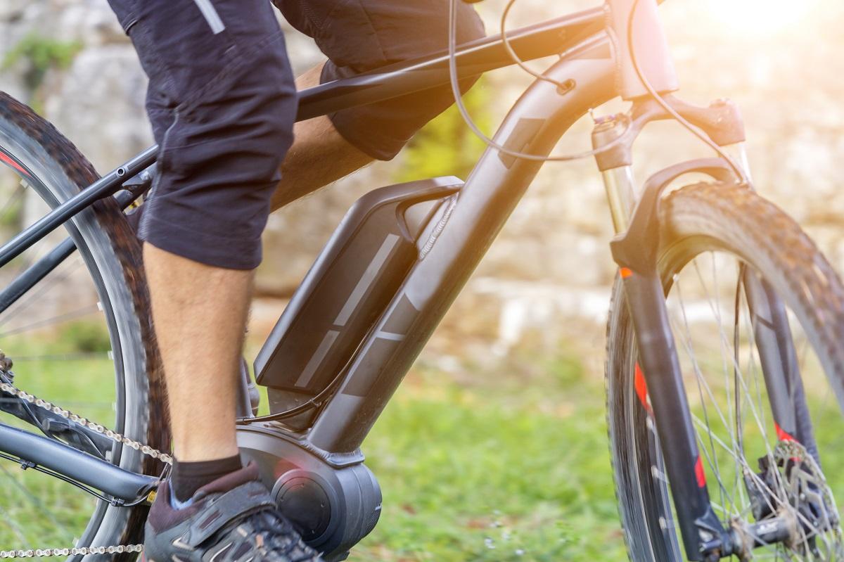 d1c44ebade5 電動アシスト自転車といえば、モーターの力で走行をサポートしてくれる便利なアイテム。近年では、お子さんを乗せてもスイスイ走ることができるファミリータイプの  ...