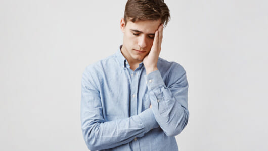 孤独は他人に「伝染」する。米・名門大学の出した睡眠実験の結論