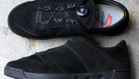 秋冬コーデの足元には、「ターミガン」のスウェードスニーカーが最適解です
