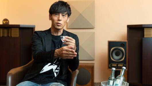 ミュージシャンが飲み会に集まらないのはなぜ? 音楽プロデューサー寺岡呼人「音楽と酒」を語る