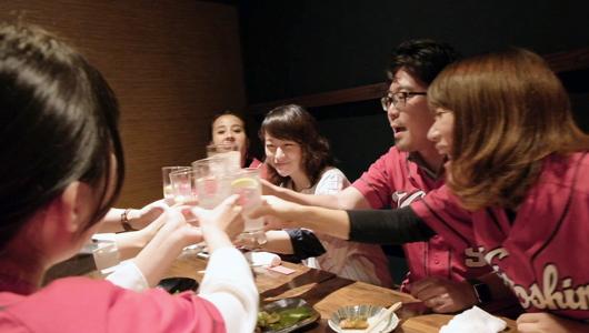 意外にコメントが深い…! 広島の「カープ女子」と本格レモンサワーでカンパイしたら
