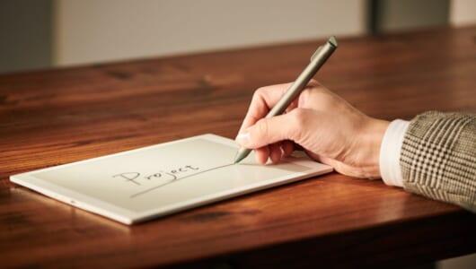 「筆欲」を満足させる「電子ペーパー」の魅力を企画のプロと文房具のプロが大いに語る