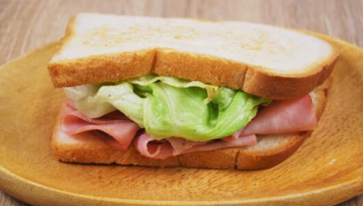 【テイクアウトめし】ボリューム感のあるハムが絶品! こんがりと焼かれたパンも魅力的なエクセルシオール カフェ「ジャンボンハム・レタスサンド」