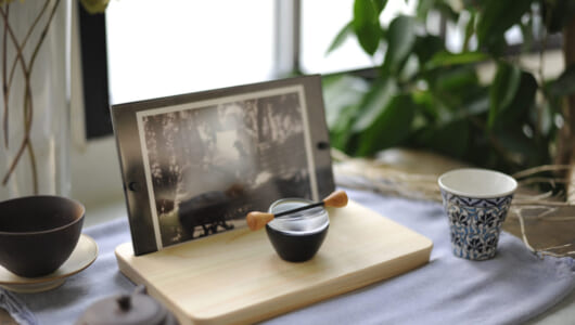 仏具のあり方を再定義する「モダン仏具」の展示会、「暮らしの中の祈りの道具展」が2019年1月17日よりスタート!