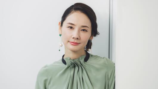 """""""新しい年""""を迎えた女優・吉田羊が思い出す、理想の母親と家族の形"""