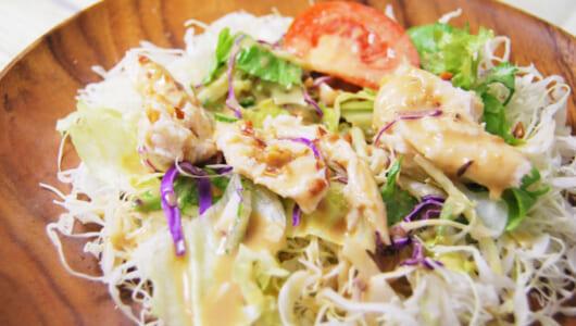 ボリューム満点で低カロリー♡ たっぷり野菜が入った「サラダチキンのサラダ」がファミマに登場!