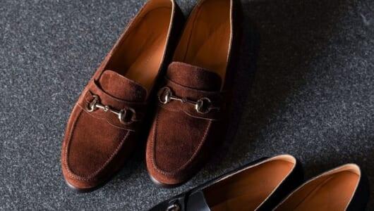 リラックスしたいとき、気取りたいときに。大人の休日にオススメの革靴をご紹介