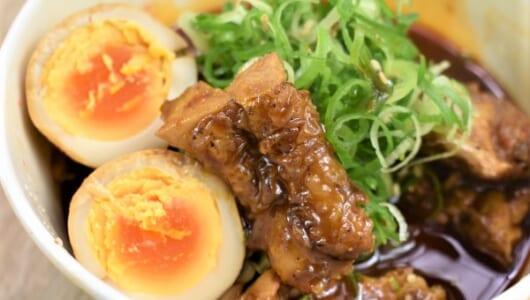 【テイクアウトめし】ピリ辛で食欲を刺激する! 冬に食べたい松屋「鶏と玉子の味噌煮込み鍋膳」