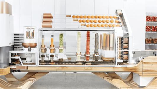 これが近未来のファストフード店! 米国で進む「ハンバーガー製造ロボット」