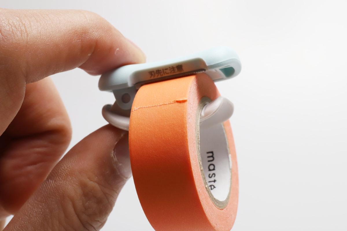 ↑マステに取り付けるタイプの便利なカッター、コクヨ「カルカット クリップタイプ」