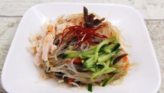 どんなおかずにもピッタリ♡ 中華ダレが食欲をそそる「蒸し鶏の中華風春雨サラダ」