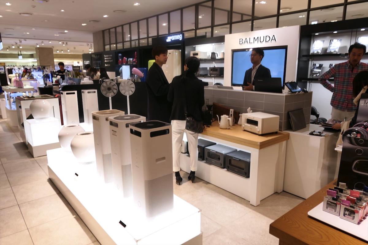 ↑百貨店「Hyundai Pangyo dept」のバルミューダコーナー。これまではブランドの世界観を表現しやすい百貨店を中心に販売していた
