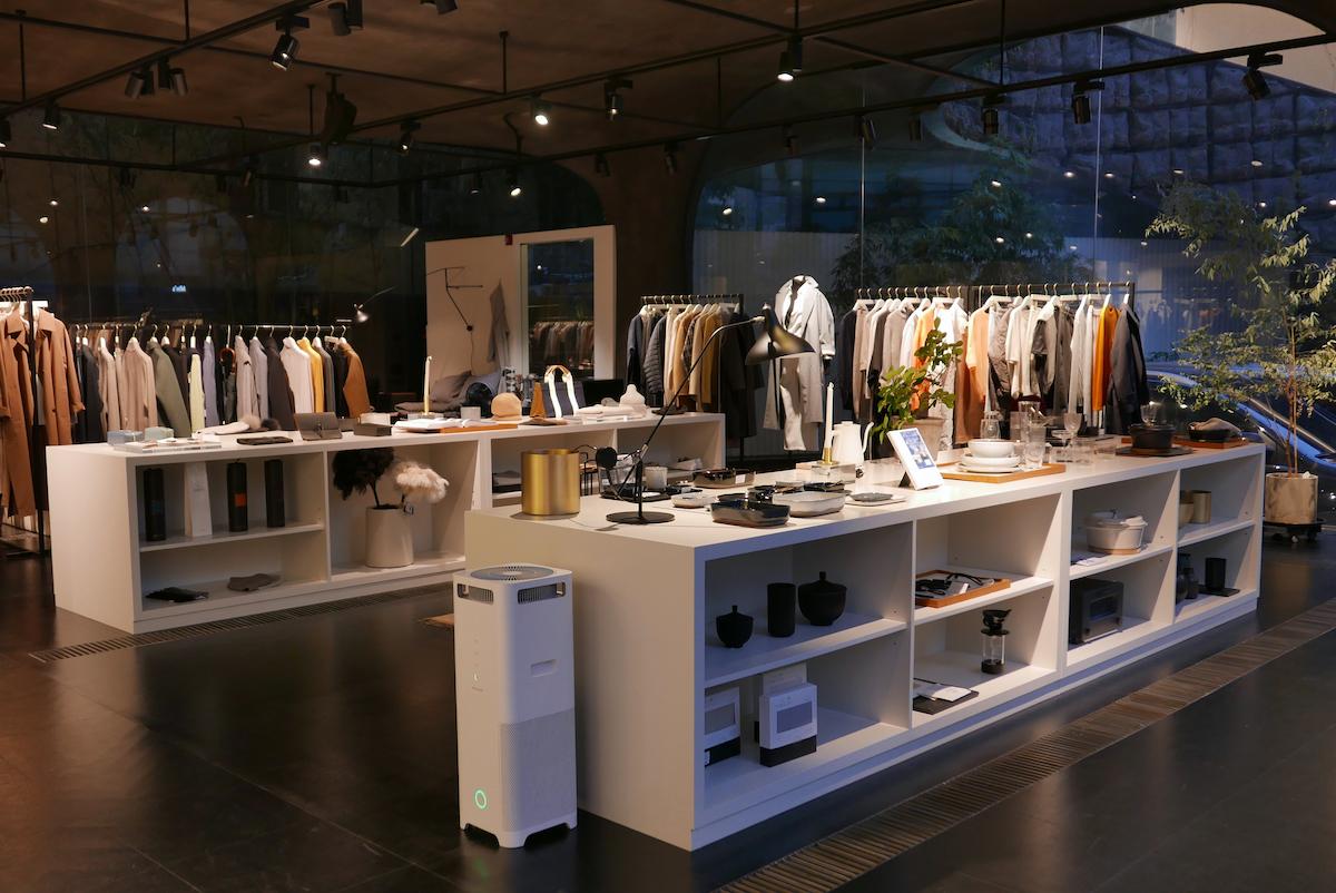 ↑日本の代官山のようなファッションタウンにあるインテリアショップ「the CASHMERE」でも商品を展示。ITベンチャー成功者や芸能人が多数居住するアップタウンで、バルミューダのイメージアップに一役買っている