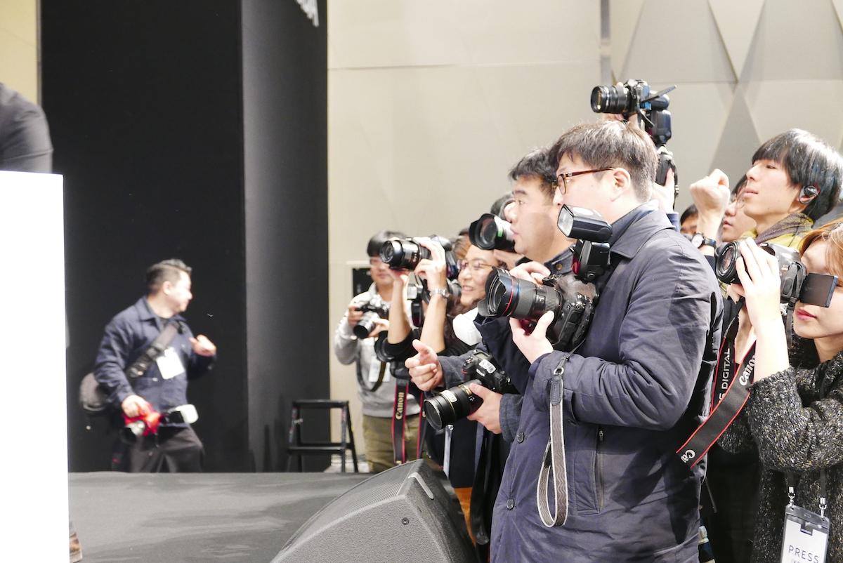 ↑寺尾社長のフォトセッションにも多数のカメラマンが集結