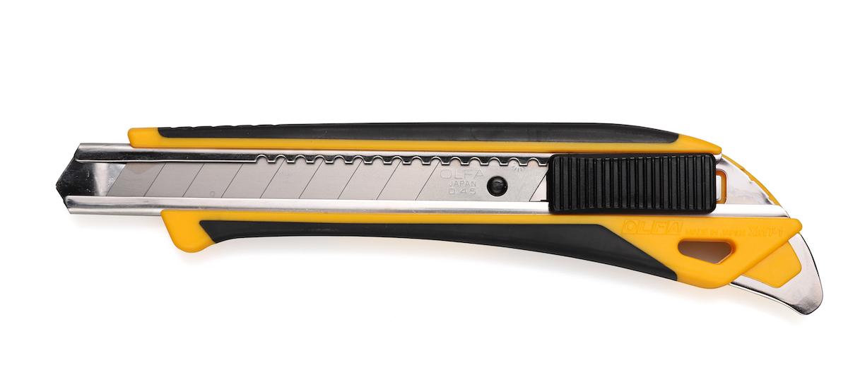 ↑これさえあれば……という万能カッター、OLFA「ハイパーM厚型」509円(実売価格)