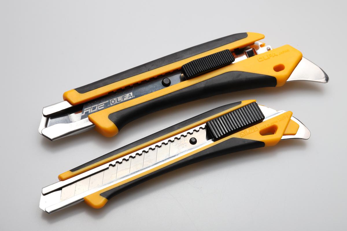 ↑L刃用ハイパーAL型(上)とハイパーM厚型(下)。ゴムグリップや後端の爪など機能はほぼ変わらないが、サイズはぐっとスリムに