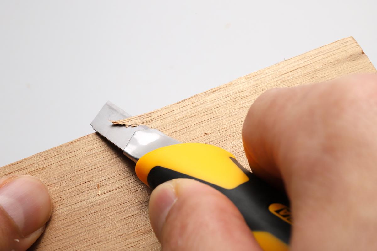 ↑S刃では刃折れが怖くてできない、木材への切り込みも問題なし