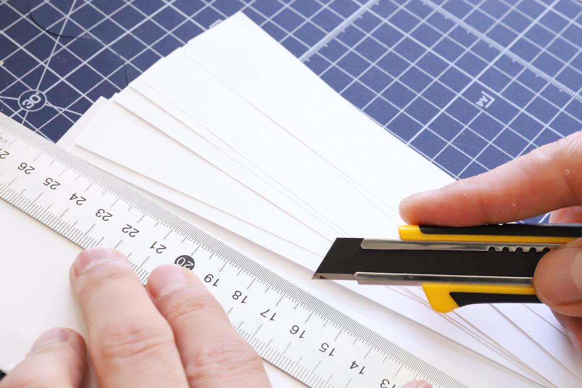 ↑紙をまとめてカットしたいなら、特専黒刃の方が圧倒的に作業効率が高い