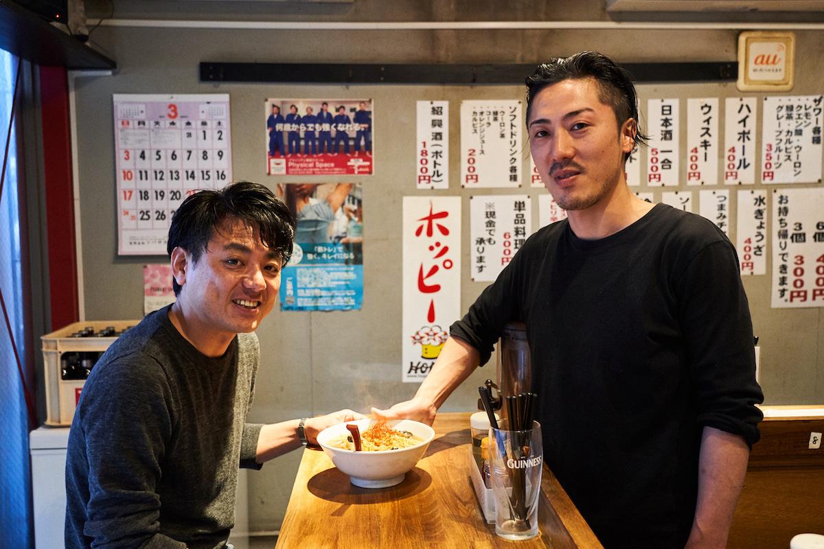 ↑幸田さんの地元の友人でもある、スタッフの竹村皓太さん。協力しながら店を盛り立てる
