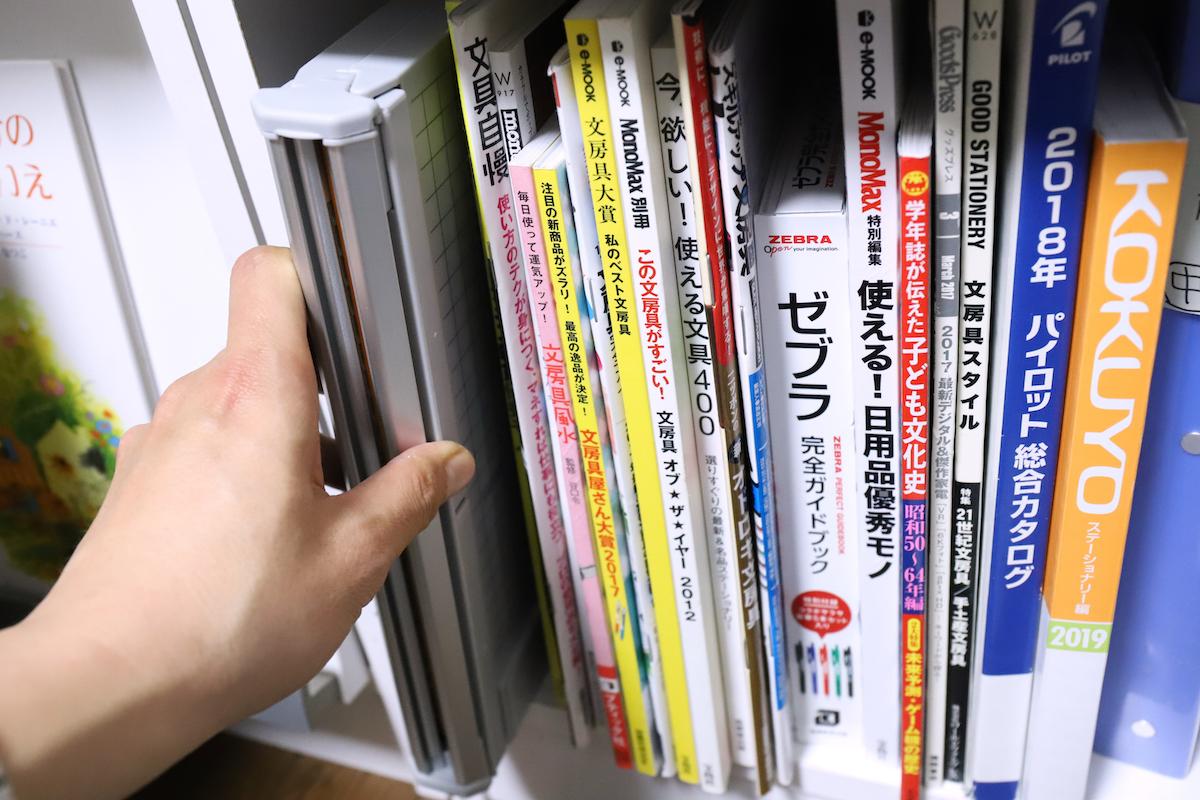 ↑雑誌などが入る高さの本棚ならこの通り、二つに畳んで収納可能