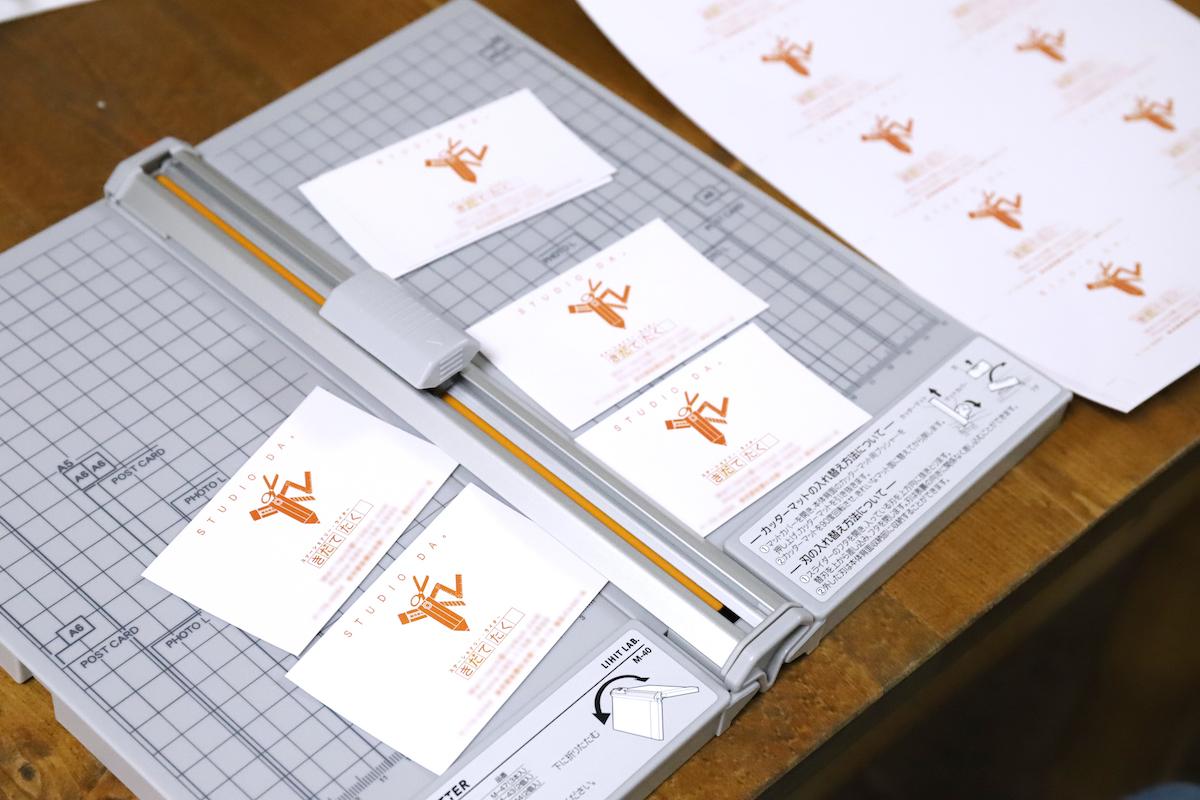 ↑名刺は、印刷とカットにちょっとコツがいるけれど、慣れればかなりのスピードで量産できる