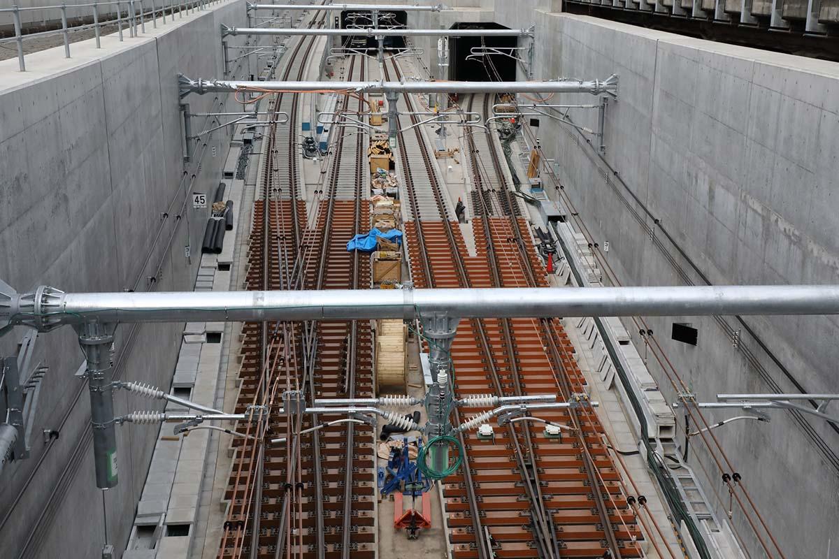相鉄の長年の悲願だった都心乗り入れ―― この秋、東京でハマの「ネイビーブルー電車」に乗車できる!