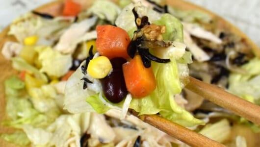 レタス1個分の食物繊維がとれる!「サラダチキンの15品目サラダ」がセブンに登場