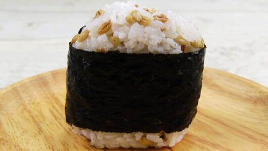 腸内環境を整えたいときに!ファミマの新作おにぎり「スーパー大麦 サラダチキン(ごまマヨネーズ)」