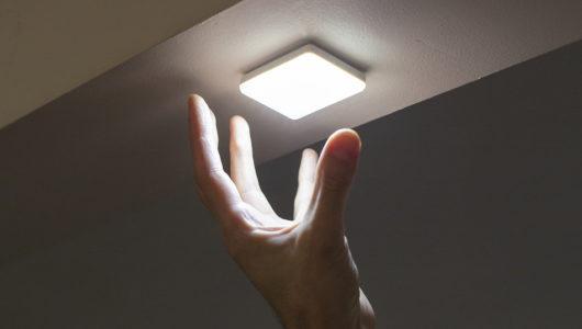 ペタッと貼り付けるだけのどこでも照明「Glowstone」は、アウトドア民が食いつくヤツ!