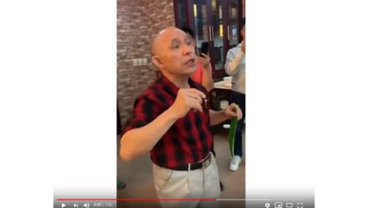 ブルース・リーもびっくり!? 葉っぱで箸を切る老人に驚愕