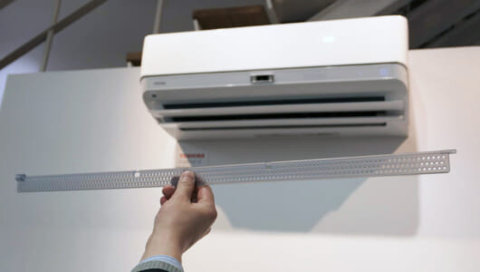 「穴あきルーバー」が寝苦しい夜も快適に! 東芝エアコンの新機能「無風感冷房」その仕組みと大きなメリット