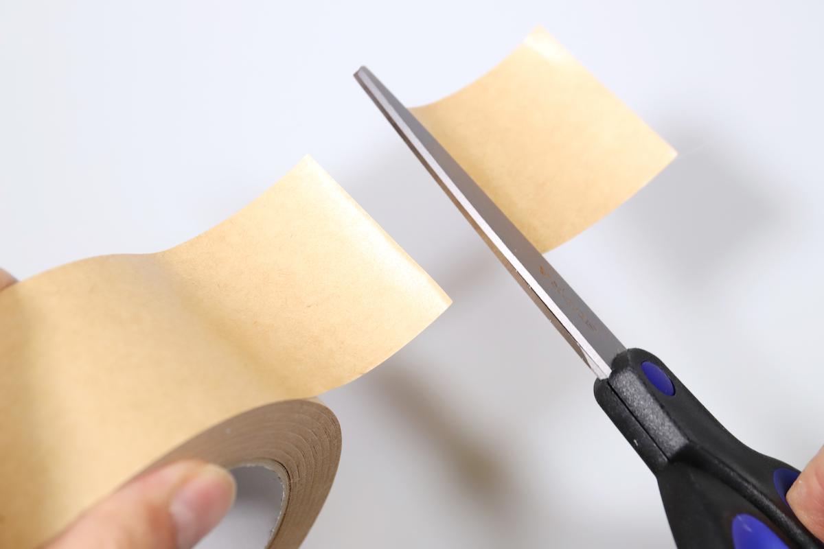 ↑フッ素コートを謳うはさみでも、粘着テープを切ると刃にくっついてしまう