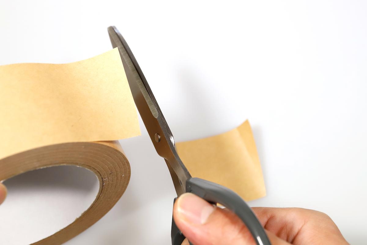 ↑パーフェクトバリアでカット。切った瞬間、ガムテープがパラッと下に落ちる。切れ味にも粘りをまったく感じないのが面白い