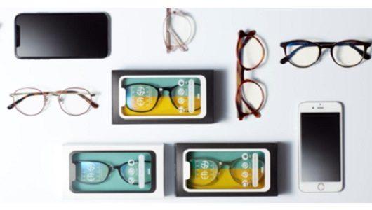 スマホの見すぎで目が疲れている人に――進化したスマホ用メガネ「スマホイージー」