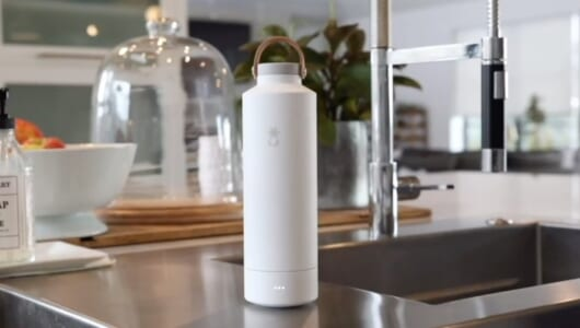 水筒の気になる臭いが簡単に消える! クラウドで話題の自浄式「スマートボトル」
