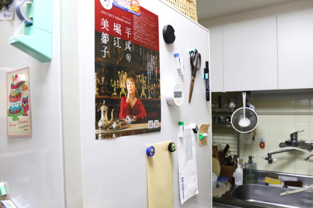 ↑自宅冷蔵庫のリアル風景。冷蔵庫にいろいろと貼るのにも関わらず、マグネットのことはあまり考えていなかった
